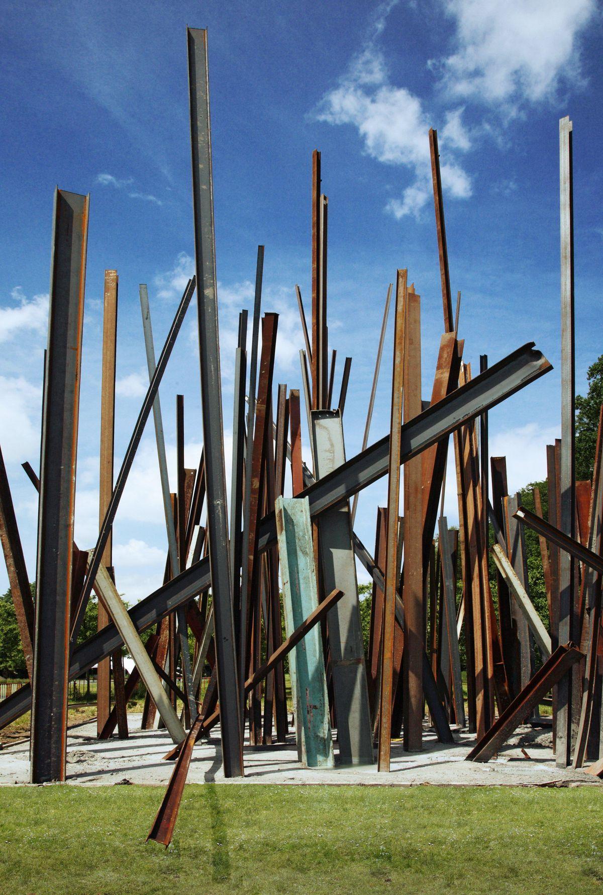 Beam Drop Antwerp, Chris Burden, Collection Stad Antwerpen, Middelheimmuseum. Photo: Michel Wuyts