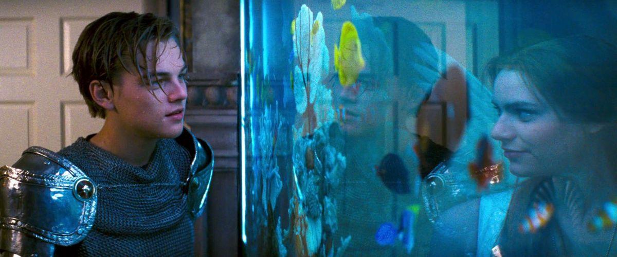 De iconische aquariumscène uit Romeo + Juliet (Baz Luhrmann, 1996)